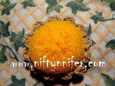 http://www.niftynnifer.com/2013/09/flower-crochet-scubby-free-pattern-by.html