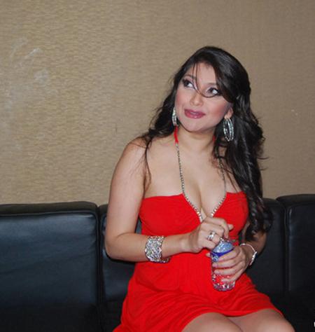 Sarah Azhari Hot