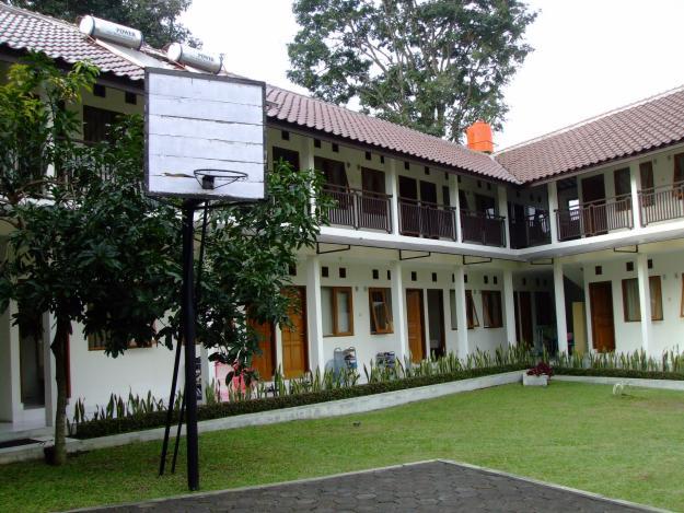 """Kost Putri """"Rumah Uwa"""" Bandung sejuk dan asri"""
