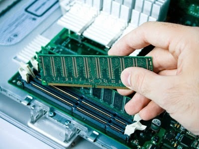 cara melepas RAM