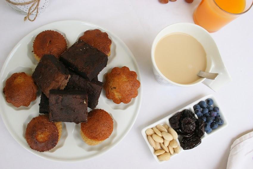 Magdalenas y brownie emplatado en el desayuno con la nueva taza New Wave Barcelona