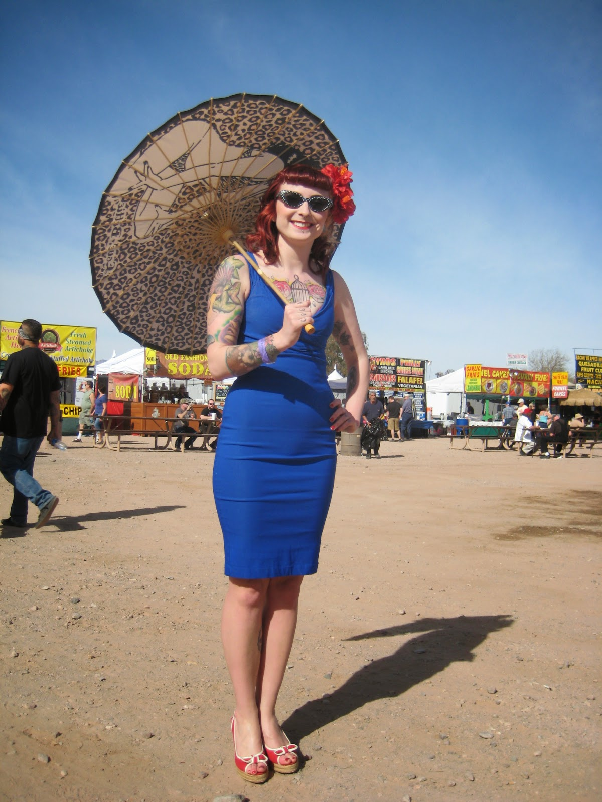 Rockabilly Woman with umbrella- Rockabilly Reunion 2014