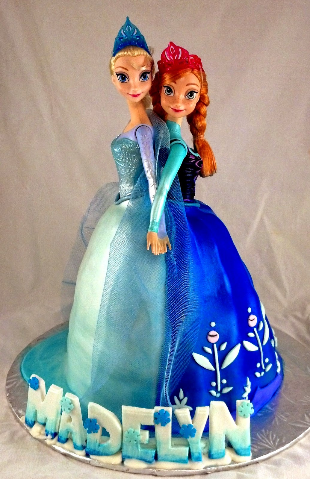 Sugar & Spice Sweets: Elsa and Anna Cake