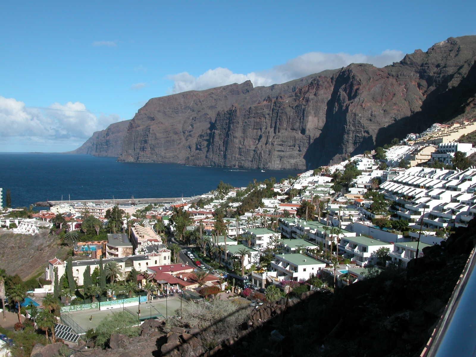 5 ways to spend your days in tenerife tourist destinations - Puerto de los gigantes ...