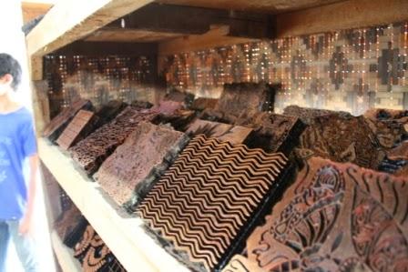 jagoan ganteng perajin batik tulis ayah dan pengrajin batik cap