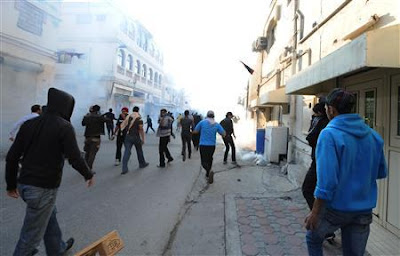 la proxima guerra bahrein protestas gases lacrimogenos policia