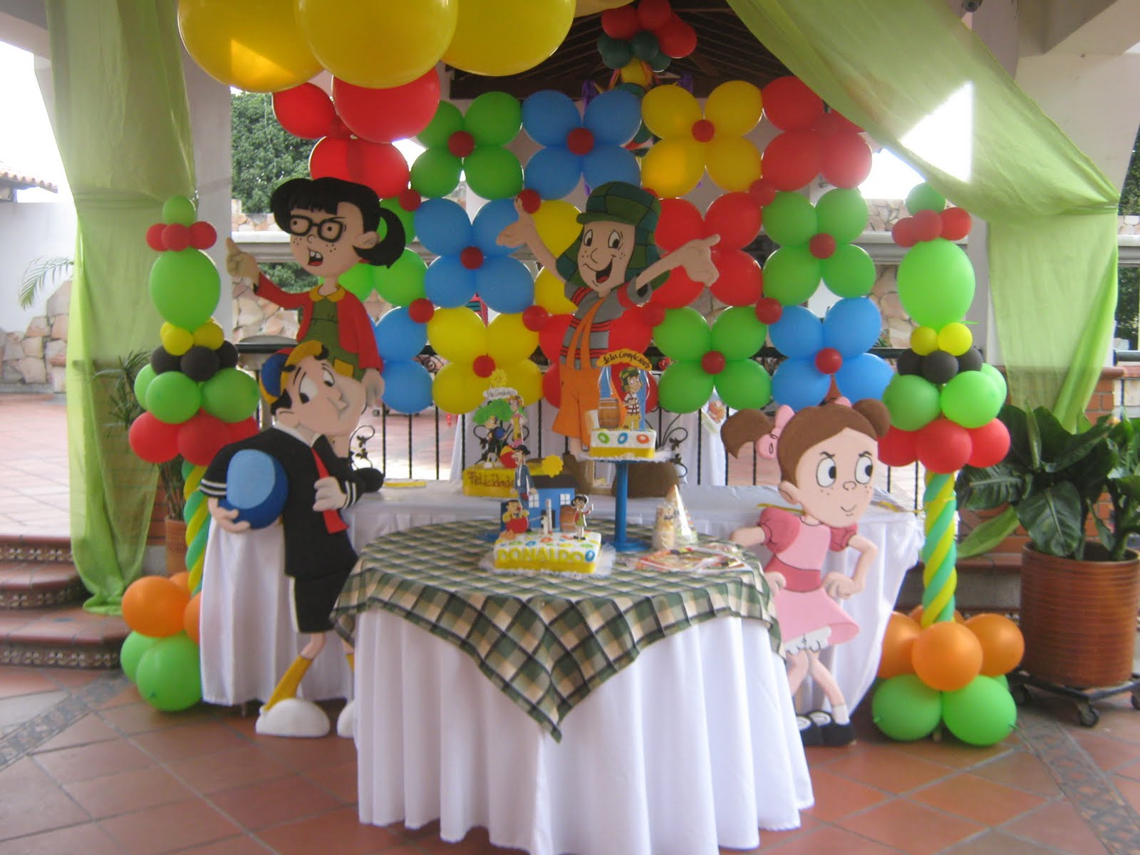 Decoracion fiesta tematica karaoke for Decoracion para pared infantil