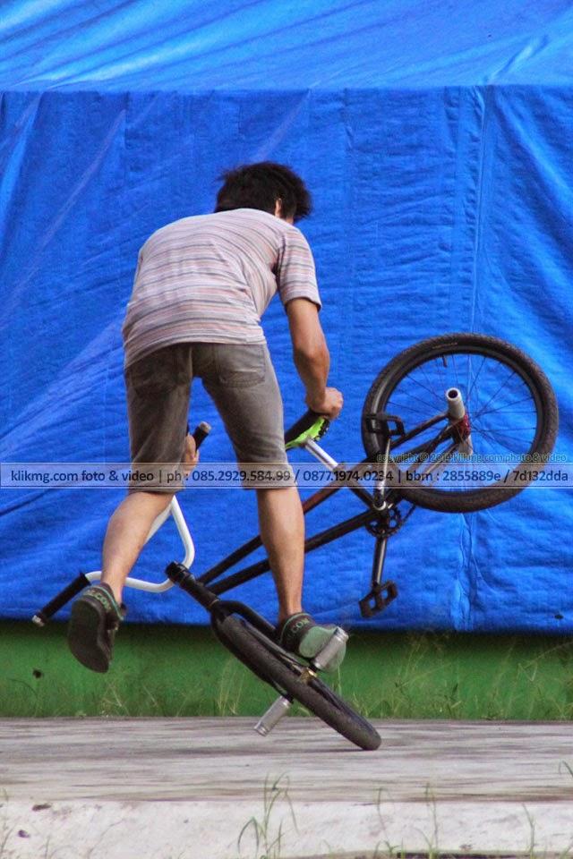 BMX Flatland Style oleh Ajib - foto oleh : klikmg.com fotografer Indonesia