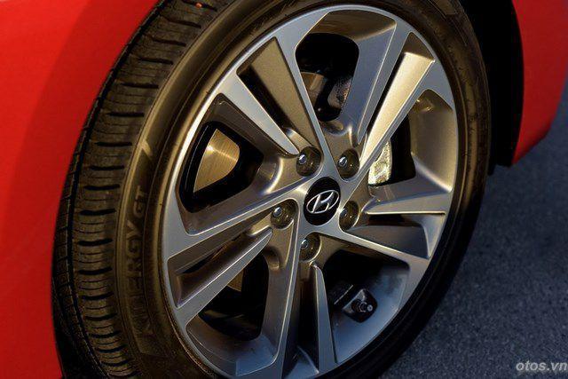 Cận cảnh chi tiết xe Hyundai Elantra 2017