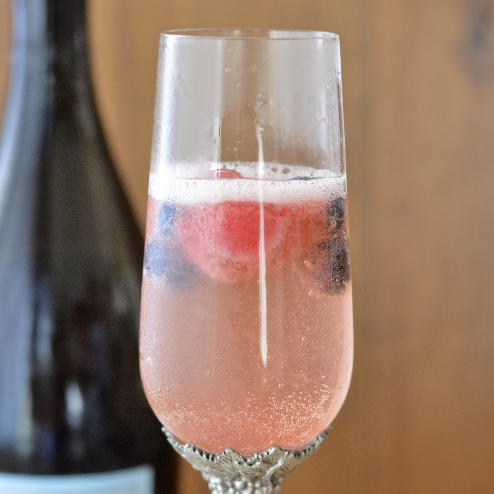 Mixed Berry Champagne Cocktail | Virtually Homemade: Mixed ...