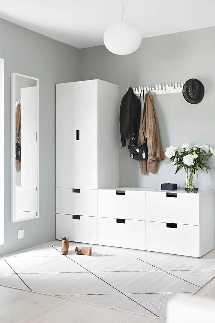 El nuevo recibidor de nina holst con muebles de ikea - Muebles para entradas ikea ...
