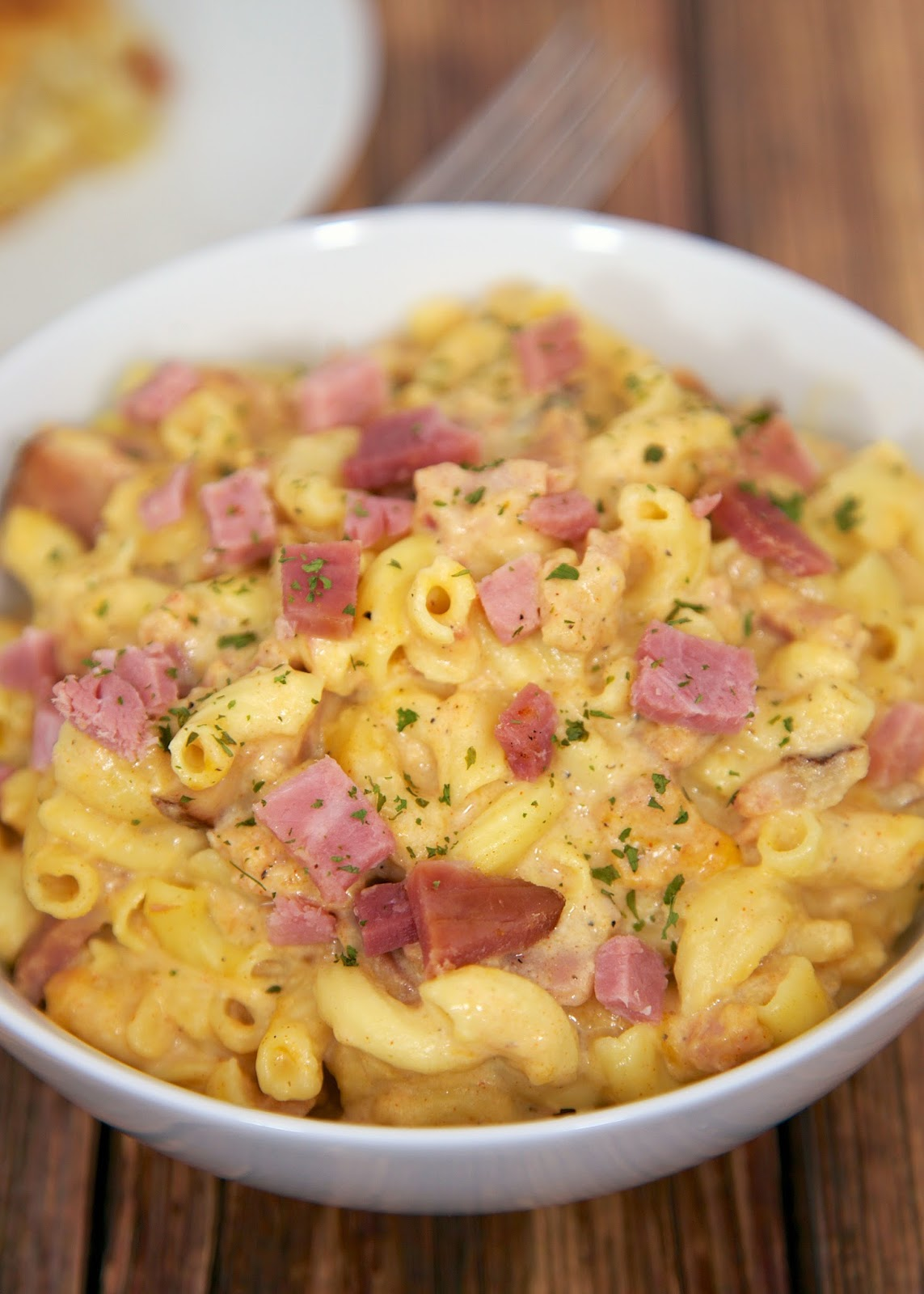Slow Cooker Macaroni & Cheese with Ham - great flavor and ready in 90 minutes. Can serve without ham as side dish.