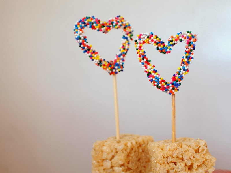 Cute DIY sprinkles and hot glue cake toppers