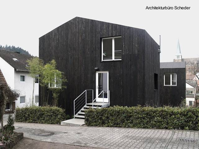 Casa pequeña moderna color negro ubicada en Alemania