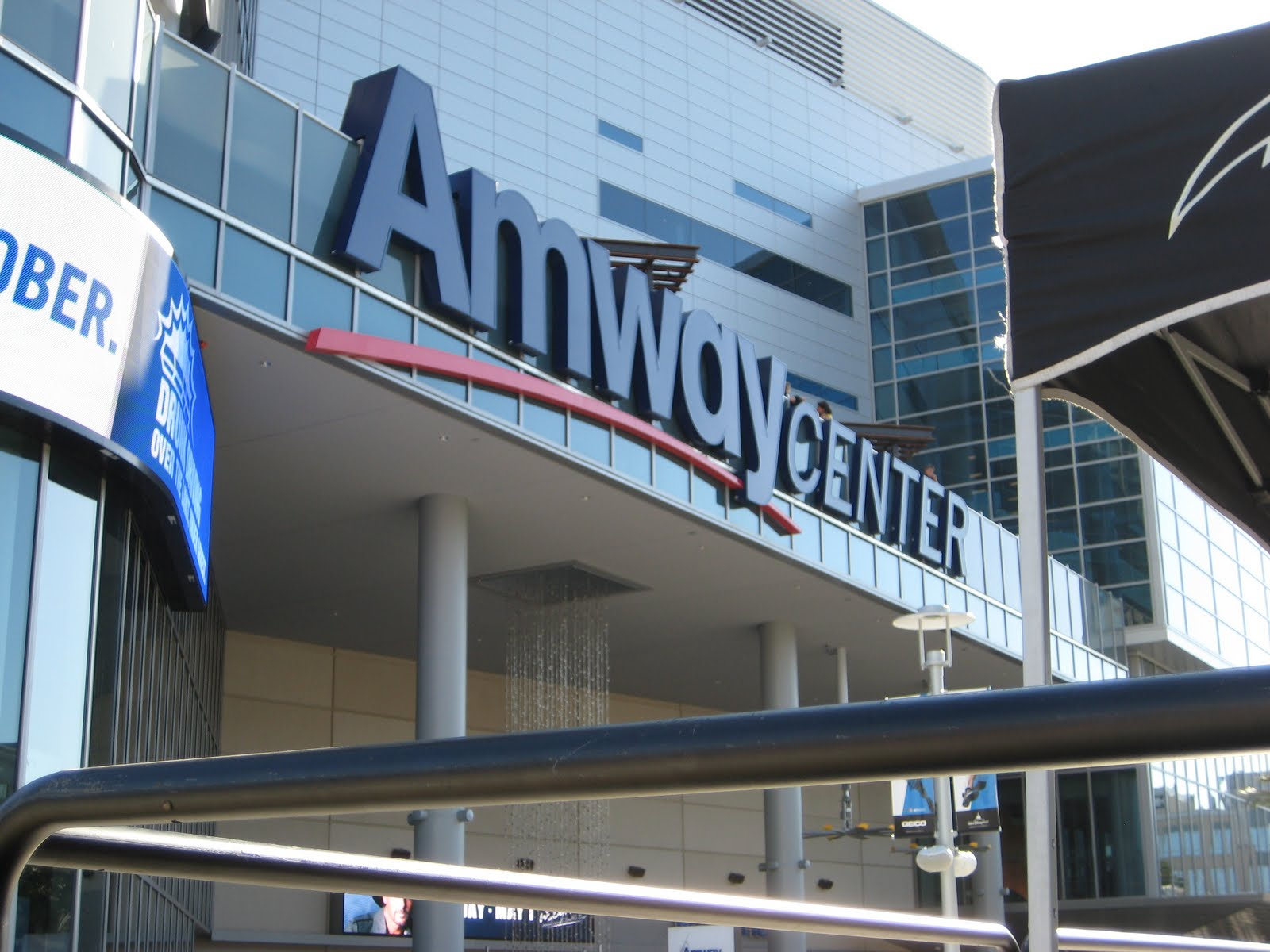 Save pleasure island club reports amway center one80 i for Mercedes benz lounge amway center