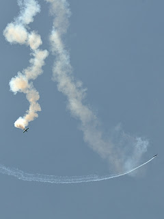 picture of Gary Ward Aerobatics show at the Evansville Freedom Festival