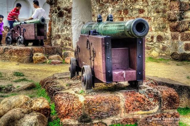 Meriam ini bersebelahan A Famosa, Melaka