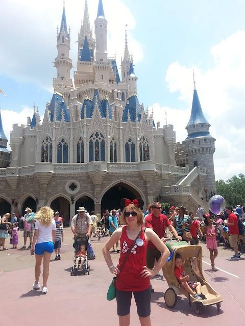 disney-world-cinderella-castle-minnie-ears