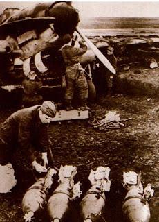 Подготовка бомб для подвески под Ил-2