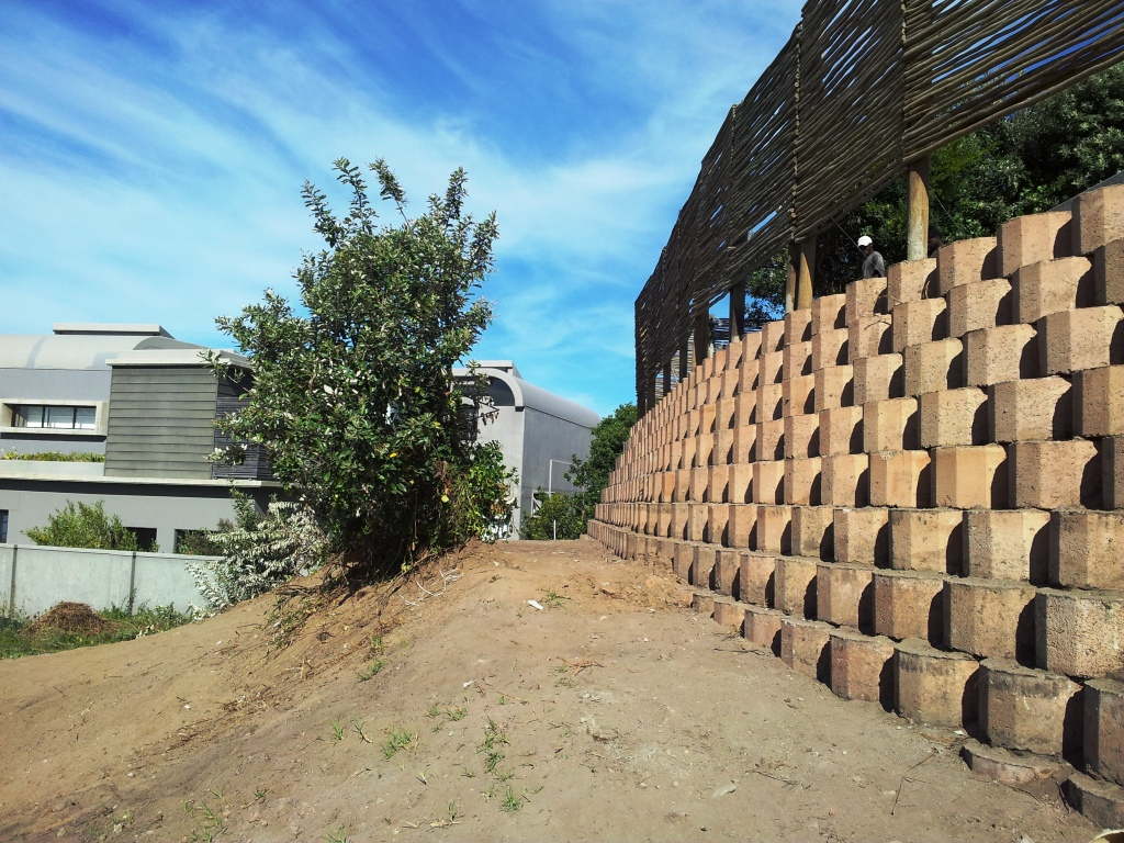 Block Retaining Wall Tie Backs : Of a failed retaining structure at whalerock beachend plettenberg bay