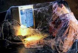 internet zavisnici, smesne slike, kompjuter, paucina, pauk, spider, facebook zavisnost, zavisnost od interneta, zavisnost od igrica, zavisnost od racunara,