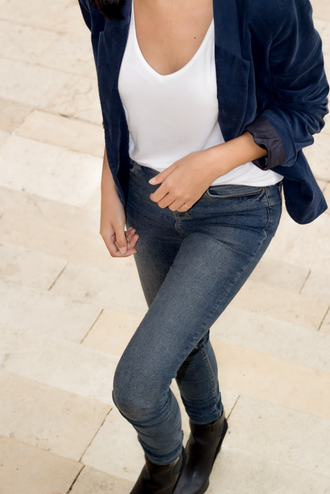 Why Delilah?- Casual styling for blazers with T-shirt & ripped jeans