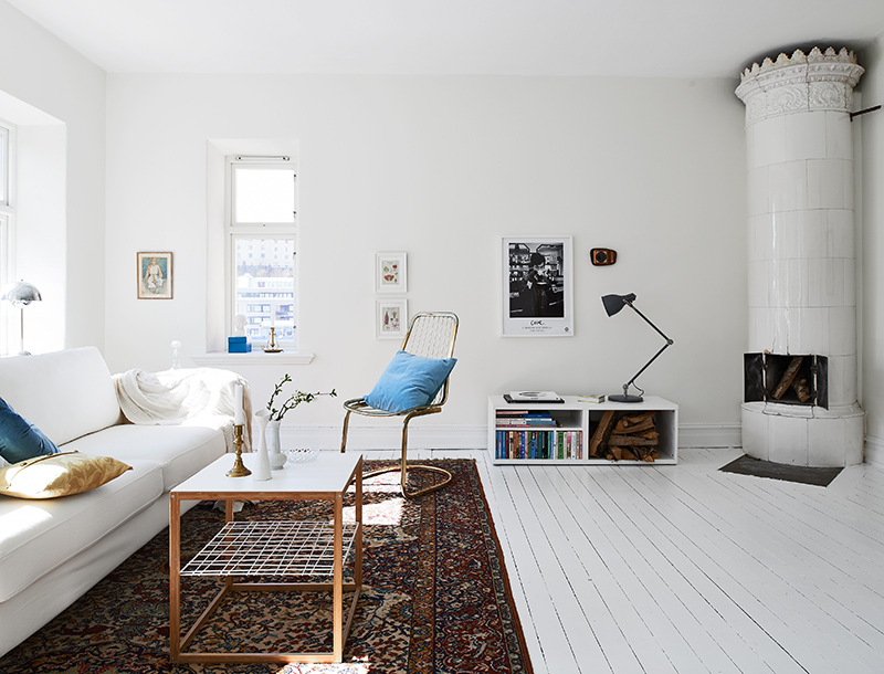 My scandinavian home a swedish apartment in pretty white blue and cognac - Tapijten ikea hal ...
