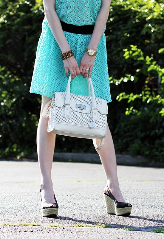 The Wind Of Inspiration - Outfit Of The Day Post - Mint Lace