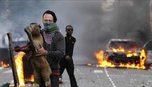 "DISTURBIOS EN LONDRES, YEL REINO UNIDO  SE PREGUNTA POR LAS RAZONES DE LA ""IRA JUVENIL"""