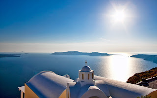 greek island Santorini sun reflection on deep blue sea