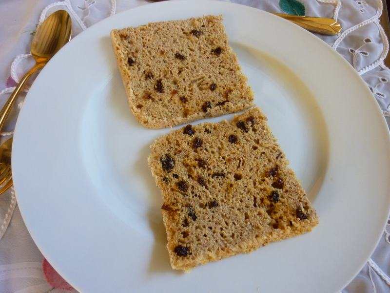SPLENDID LOW-CARBING BY JENNIFER ELOFF: Jiffy Cinnamon Raisin Bread