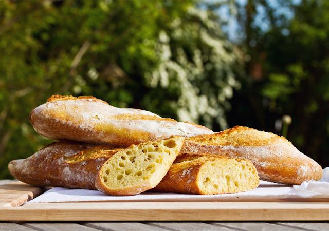 Harald Maier Fachhändler Miele München zeigt ein Rezept für Baguette wie in Frankreich im Miele Backofen mit Klimagaren gebacken