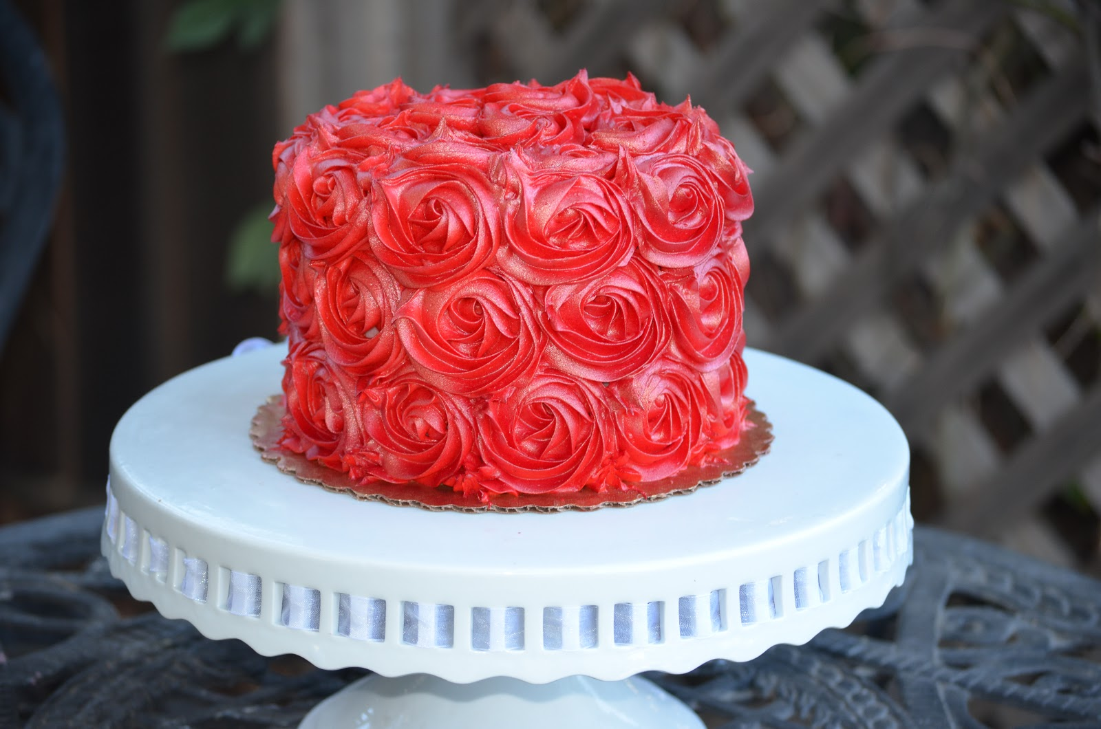 Traylor Made Treats: Buttercream Rose cake
