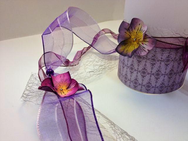 zartes Blütenband mit passendem Teelicht-Halter