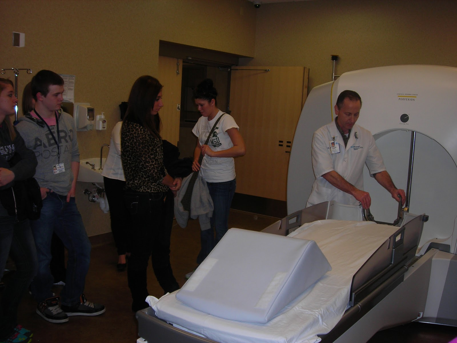 the bulletin board  health occupations students tour mid michigan medical center midland
