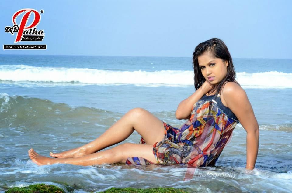Tharu Arabewaththa hot legs