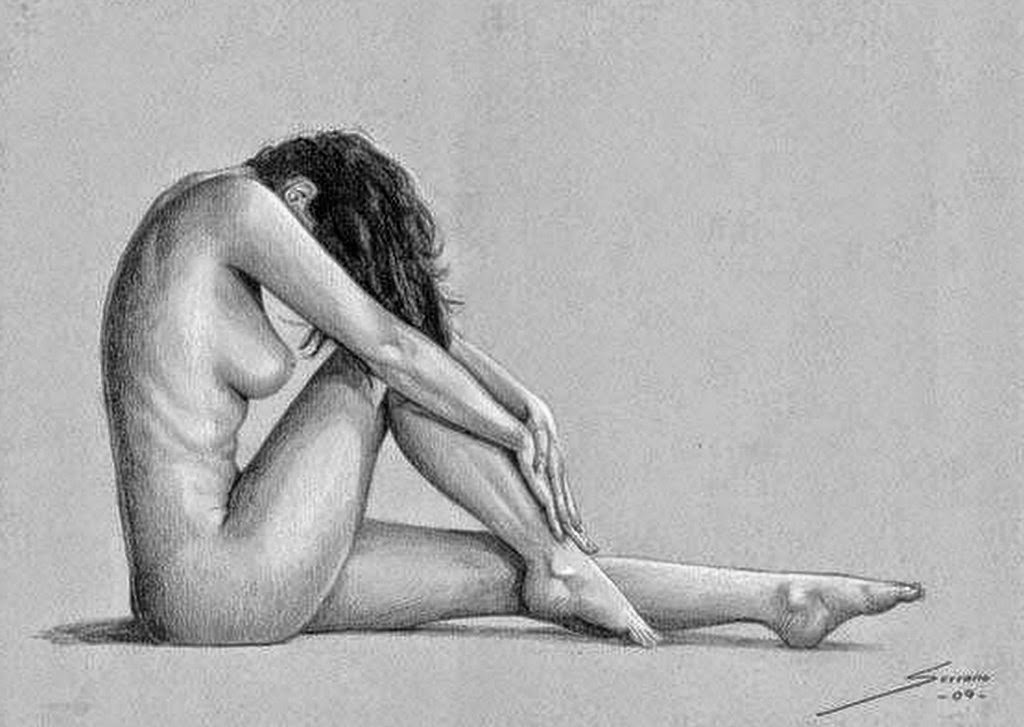 Mujer desnuda con figura completa