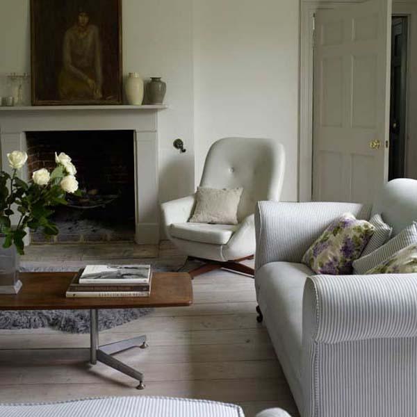 salón en grises y blanco-cálido-natural con chimenea