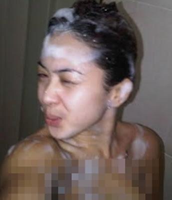 Syahrini Nakal dengan sabun dalam kamar mandi