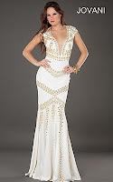 Дълга рокля с дълбоко деколте в бяло и златно, дизайнер Jovani