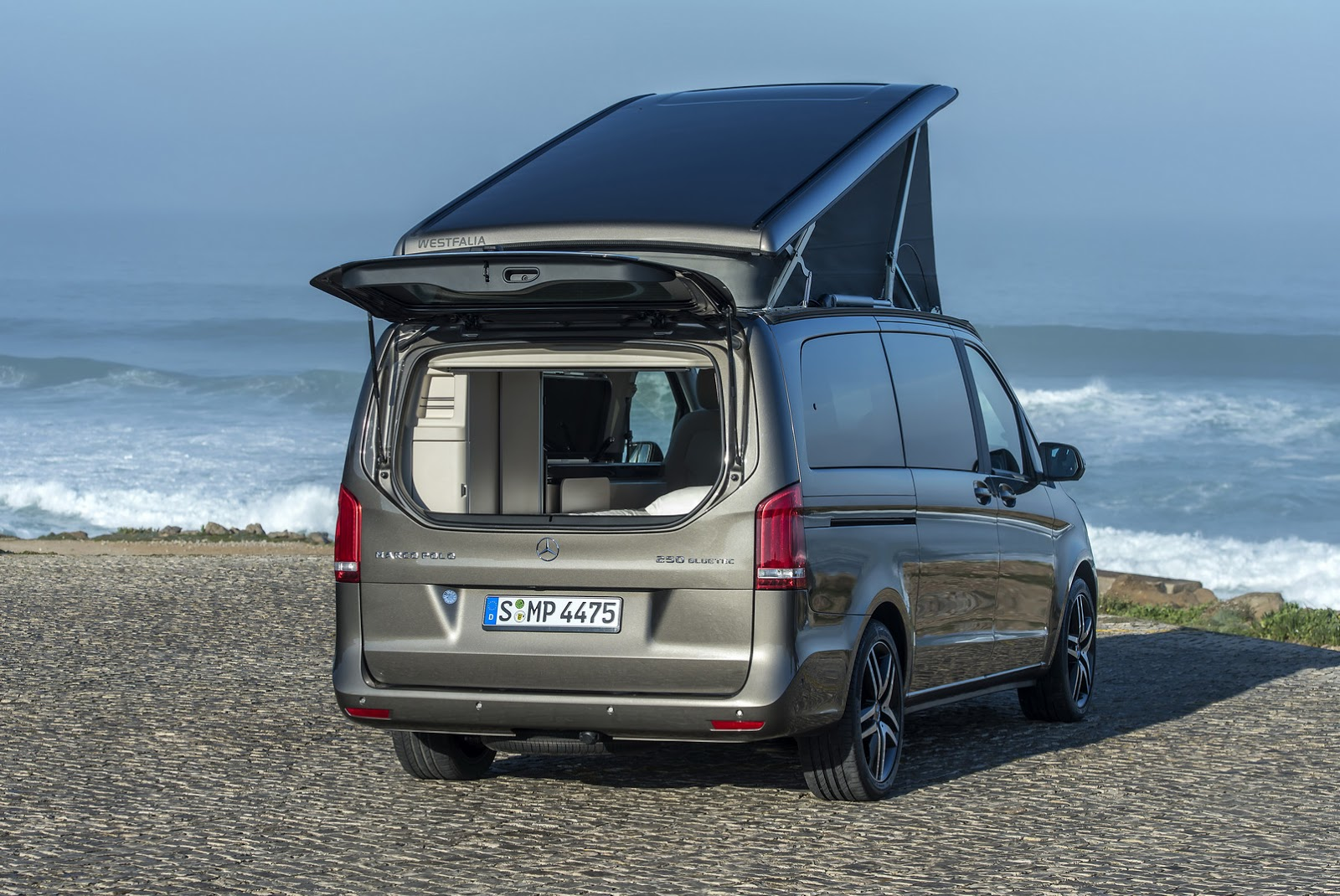 Here 39 s your super gallery of mercedes benz 39 s new v class for Mercedes benz campers
