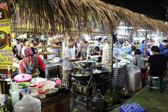 penjual makanan pasar malam tjap toendjoengan surabaya