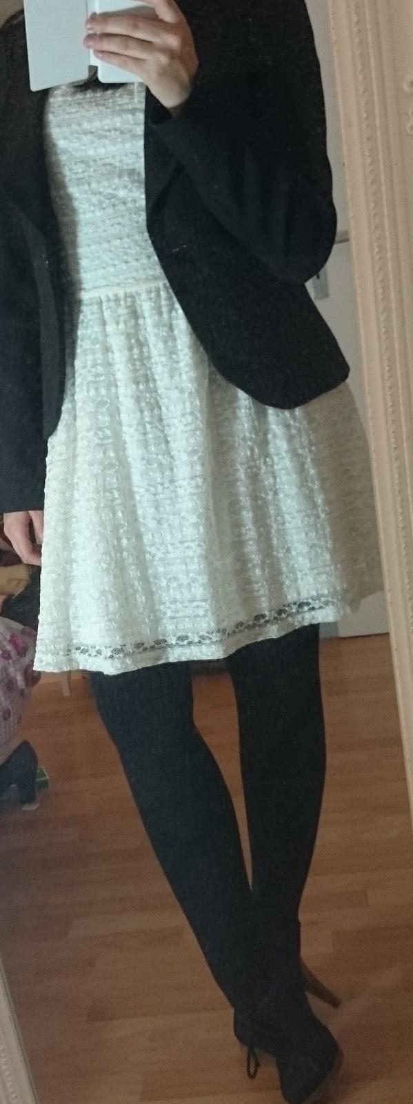 Outfit Spitzenkleid im Winter