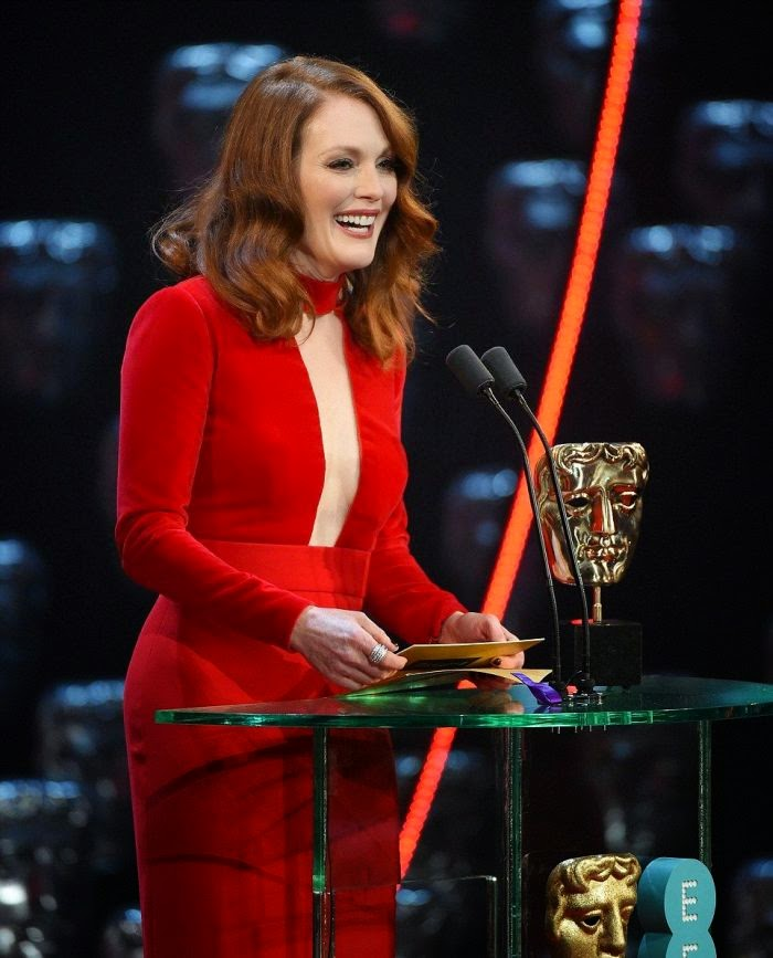 Wearing a red gown by Tom Ford design, the 54-year-old looked very perfect with her statement on the center stage during took her award as the Best Actress.