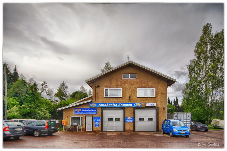 Autohuolto Ketonen rakennus valokuvattuna Doukas Arts / Dimi Doukas