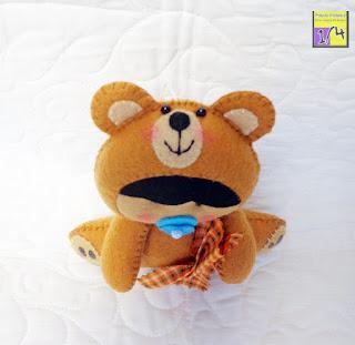 baby disfarçado de urso em feltro