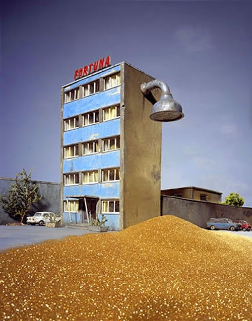 20-Frank-Kunert-Confronting-our-Lives-in-Miniature-Sculptures-www-designstack-co