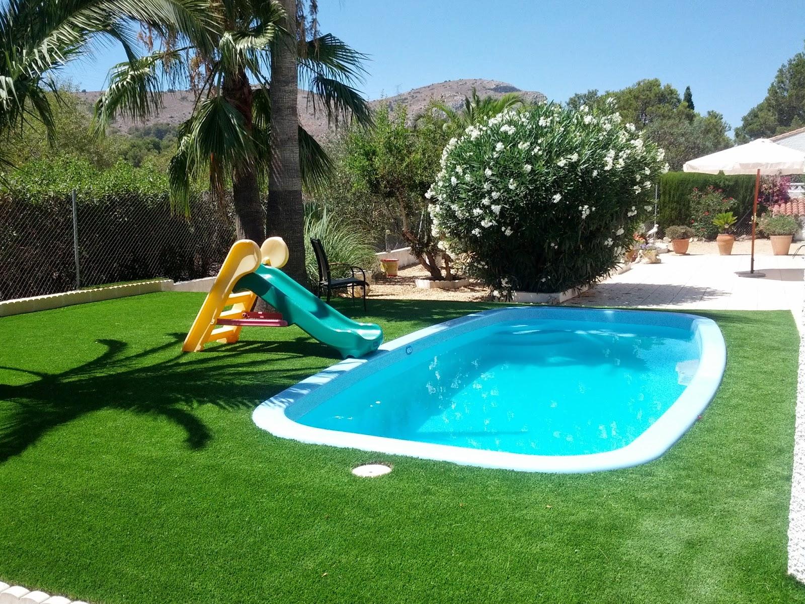 Piscinas europa novembro 2014 for Jardines con piscinas desmontables