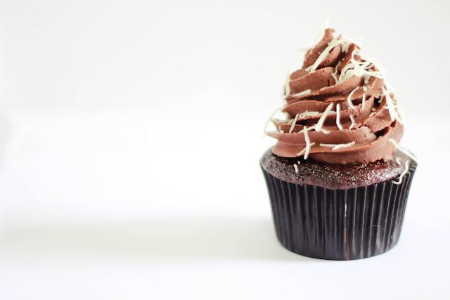 Cupcake de chocolate com coco
