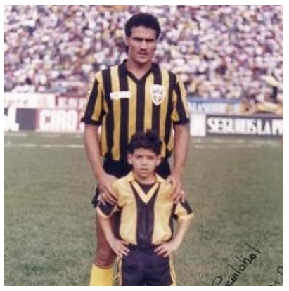http://2.bp.blogspot.com/-TTLsElp9Ags/UrXaccO2xqI/AAAAAAAArF0/fwKniavMa0E/s1600/Radamel+FALCAO%27s+father+with+his+son+in+Venezuela.png